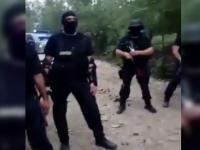 Jandarmi atacati cu drujbe si furci de hotii de lemne, in Arges. Un barbat a ajuns la spital dupa altercatie