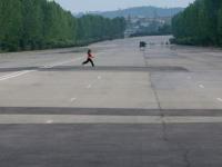 Ce a patit un fotograf francez care a pozat in secret autostrazile pustii din Coreea de Nord: