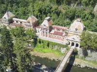 Candva celebra pentru apele sale termale, statiunea Baile Herculane zace in ruina. Documentarul interzis de Guvern