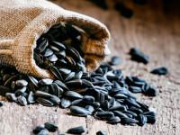Romanii, locul 2 mondial la consumul de seminte. Medicii spun ca pot fi foarte periculoase pentru sanatate