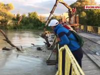 Nou pericol în Făgăraş. Un pod risca să se rupă din cauza nivelului crescut al Oltului