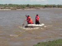 """Bărbat luat de ape, la Suceava, în timp ce strângea lemne: """"A venit cu putere de la deal"""""""