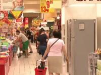 A început procesul de eliminare a pungilor de plastic din magazine. Unii clienți au fost premiați