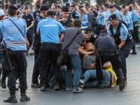 Incidente între protestatari și forțele de ordine, în București. Patru persoane, duse la secția de poliție