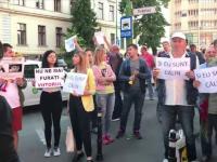 Moment de reculegere la Spitalul Județean Brașov pentru Călin. 100 de persoane au protestat