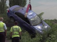 Accident grav în apropiere de Ploieşti. Două maşini şi o motocicletă s-au făcut praf