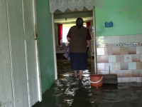 """Case distruse de inundații, de două ori într-o lună, în Mureș: """"Mizeria mă distruge"""""""