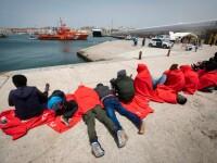 Zeci de migranți au luat cu asalt o plajă din Spania, pe care se aflau și nudiști