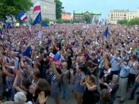 Proteste de amploare în Polonia. Manifestanții au ieșit cu lumânări și pixuri în stradă