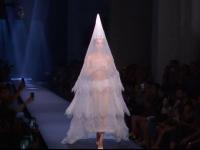 Săptămâna modei de la Paris, inspirată din stilul anilor \'70. Piesa de rezistență a colecției