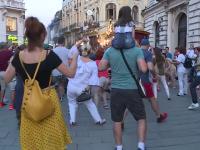 Scene inedite în București. Motivul pentru care oamenii au început să danseze în stradă