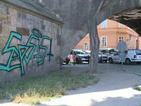 Doi bărbați, prinși în timp ce vandalizau un pod din secolul al XIV-lea. Ce pedeapsă riscă