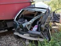 Maşină lovită de tren, în Bistriţa. Doi oameni, la spital cu răni extrem de grave