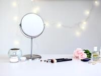 Oglindă care permite testarea cosmeticelor fără atingere. Cum funcționează