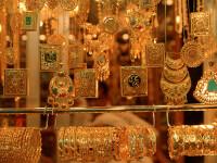 Româncă prinsă în Italia când încerca să vândă aurul furat de la bătrânul pe care îl îngrijea