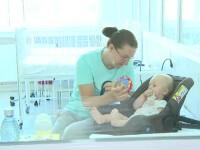 Tot mai mulți copii români se infectează cu coronavirus. Ce îi sfătuiesc medicii pe părinți