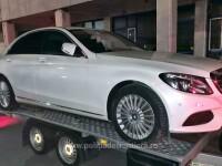 Un șofer din Ungaria a vrut să aducă un Mercedes pe platformă în România. Ce a pățit la vamă