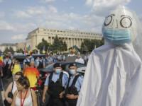 Protest în Capitală, împotriva legii privind carantinarea. Zeci de oameni s-au strâns în Piața Victoriei