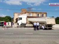 Tânăr de 31 ani, mort după ce un stâlp de beton lovit de un TIR a căzut peste mașina lui