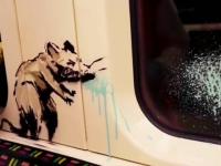 Artistul stradal Banksy şi-a expus noile creaţii în metroul londonez