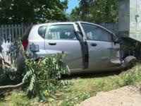 Tânără din Dâmbovița, transportată la spital după ce a intrat cu mașina într-un stâlp