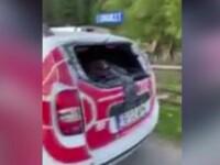 Momentul în care un activist e atacat cu bâta de pădurarul pe care îl acuza că fură lemne. Făcea LIVE pe Facebook