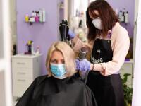 Două coafeze infectate cu coronavirus au purtat mască și au salvat toți clienții