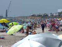 """Turiștii care fug de aglomerație distrug plajele sălbatice: """"Facem ce vrem!"""". Amenzile sunt ridicole"""