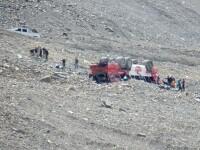 Un autobuz cu turiști s-a răsturnat în Munții Stâncoși. Sunt trei morți și mai mulți răniți