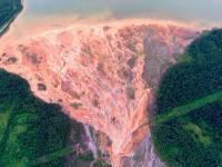 Fenomen incredibil în Rusia. Motivul pentru care apele mai multor râuri au devenit portocalii