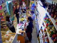 Ce a pățit femeia care a pălmuit o vânzătoare pentru că i s-a atras atenția să poarte mască