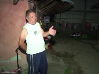 """Bărbat acuzat de familie că și-a incendiat de două ori casa. """"Ne amenință că ne dă foc"""""""