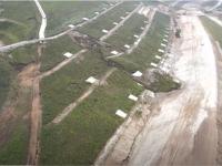 VIDEO Alunecare masivă de teren pe o autostradă aflată în construcție. Lucrările trebuiau să fie gata acum 2 ani