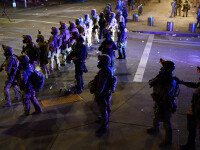 """Trump ameninţă că va tăia fondurile pentru oraşele """"anarhice"""". Protestele continuă în Portland"""