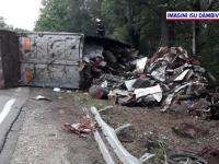 Un camion încărcat cu fier vechi s-a răsturnat în Târgoviște