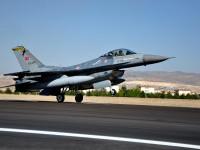 Un avion belgian de vânătoare de tip F-16 s-a lovit de o clădire în timp ce decola