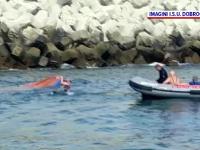 Trei pescari din Constanța, salvați după ce ambarcaţiunea în care se aflau s-a răsturnat