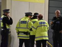 O fetiță de noua ani s-a luptat cu trei bărbați care au vrut să o răpească. Poliția îi caută