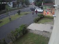 Doi tineri, soț și soție, zdrobiți de o mașină într-o stație de autobuz din Baia Mare. Femeia e în comă, cu un picior retezat