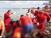 Un bărbat s-a aruncat de pe dig în mare, la Costinești, şi s-a lovit de stabilopozi. E în stare gravă