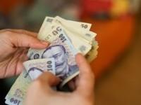 Câți bani vor primi de la Guvern elevii care au luat 10 la Bac și Evaluarea Națională