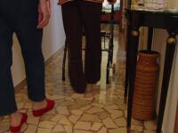 Vești bune pentru femeile care îngrijesc bătrâni în diferite state europene. Ar putea fi plătite corespunzător cu munca lor