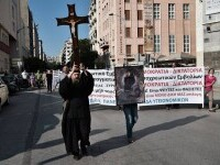 Proteste cu icoane și cruci uriașe în Grecia. Oamenii manifestează împotriva vaccinării obligatorii a îngrijitorilor