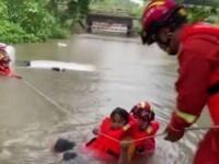 Zeci de oameni au murit în China și sute de mii evacuați, dupa inundațiile devastatoare