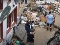 O jurnalistă s-a murdărit intenționat cu noroi înaintea unei transmisiuni live despre inundațiile din Germania