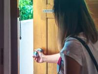 Două românce, clipe de groază în Antalya. S-au baricadat în cameră și au sunat la Ambasadă