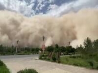 Imagini incredibile în China. O furtună de nisip a înghițit un oraș