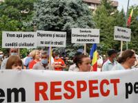 """Protest al locuitorilor din oraşul Flămânzi, lăsați fără apă de o săptămână, în plină caniculă: """"Vrem apă la Flămânzi!"""""""