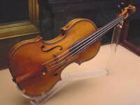 A incercat sa vanda o vioara Stradivarius cu doar 15.000 de euro!