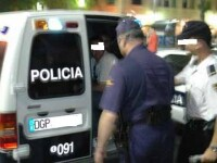 Cinci proxeneti romani, arestati in Spania. Barbatii obligau mai multe romance sa se prostitueze pe strazi sau in cluburi